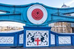 Stadtansicht von London über der Themse von der Turm-Brücke Stockfotos
