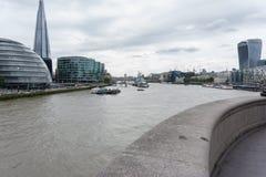 Stadtbild über der Themse die Scherbe und Rathaus und 20 Fenchurch Straße stockfoto