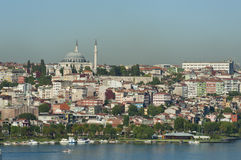 Stadtbild über einem Wohngebiet von Istanbul Stockfotos