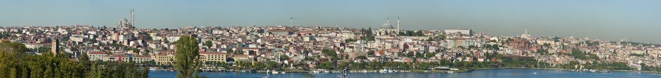 Stadtbild über einem Wohngebiet von Istanbul Stockbilder