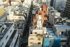 Stadtbild angesehen von oben genanntem in Asakusa, Tokyo, Japan stockbilder