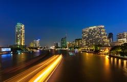 Stadtbild auf Brücke Lizenzfreies Stockfoto
