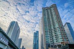 Stadtbild auf schönem Hintergrund des blauen Himmels Stockbild