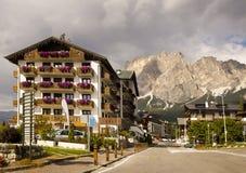 Stadtbild Cortina dAmpezzo, Italien Stockfotografie