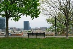 Stadtbild des Bundeshügels in Baltimore, Maryland während des Sommers stockbild