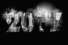 Stadtbild 2017 des neuen Jahres mit Feuerwerken Lizenzfreies Stockbild