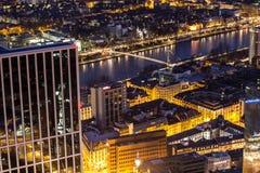 Stadtbild Frankfurts am Main Deutschland nachts Lizenzfreie Stockfotos
