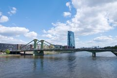 Stadtbild Frankfurts morgens Maine - Hotel-Zentrale Stockfotos