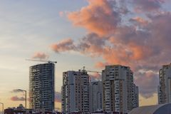 Stadtbild im Sonnenuntergang Stockfoto