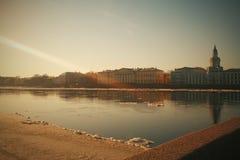 Stadtbild im warmen Licht stockbilder