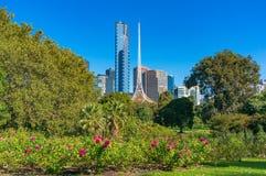 Stadtbild Melbournes Southbank mit National Gallery von Victoria Lizenzfreie Stockfotos