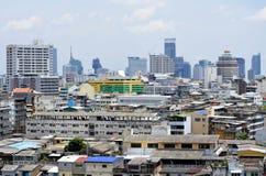 Stadtbild mit den alten und modernen Gebäuden von Bangkok stockfotografie