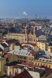 Stadtbild mit großer Synagoge und Skoda-Fabrik, Plzen stockbild