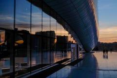 Stadtbild von Baku nahe Heydar Aliyev Center Lizenzfreie Stockfotos