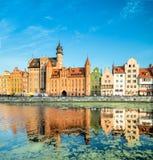 Stadtbild von Gdansk mit Reflexion früh morgens Lizenzfreies Stockfoto