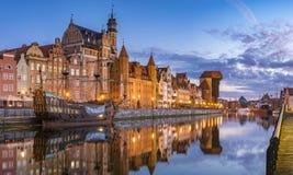 Stadtbild von Gdansk in Polen, bunte Fassaden von Häusern und Reflexion im Wasser Stockbild