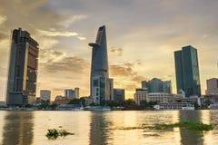 Stadtbild von Ho Chi Minh-Stadt bei schönem Sonnenuntergang, Vietnam Lizenzfreie Stockfotos