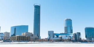 Stadtbild von Jekaterinburg-Stadtzentrumwolkenkratzern im Winter lizenzfreie stockfotos
