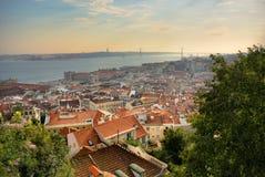 Stadtbild von Lissabon mit 25. April-Brücke Stockfotografie