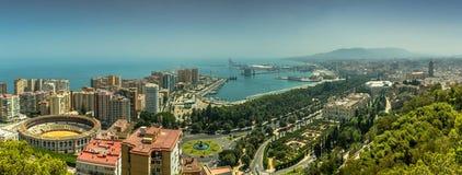 Stadtbild von Màlaga, Spanien, einschließlich die Stierkampfarena u. den Hafen stockfotos