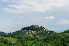 Stadtbild von ` Monticello d alba Lizenzfreie Stockbilder