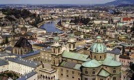 Stadtbild von Salzburg und von Salzach-Fluss Lizenzfreie Stockfotos