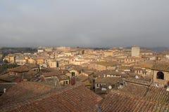 Stadtbild von Siena mit starkem Nebel auf Hintergrund Toskana, Italien Stockbilder