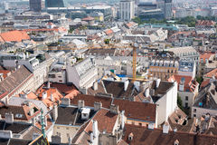 Stadtbildansicht mit Kran Lizenzfreie Stockbilder