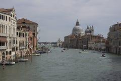 Stadtbildbild von Grand Canal und von Basilika Santa Maria della Salute Venedig Lizenzfreies Stockbild