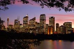 Stadtbildgebäude Sydneys CBD bei Sonnenuntergang Stockbild