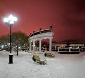 Stadtbrunnen im Winter Stockbild