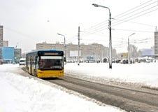 Stadtbus im Winter Lizenzfreies Stockfoto