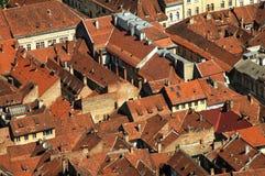 Stadtdachspitzen von Brasov, Rumänien Stockbild