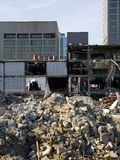 Stadterneuerung: Büroblöcke und -demolierung Stockfotografie