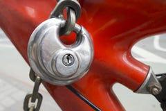 Stadtfahrradgestell mit rundem bicycl Sicherheit des Edelstahlsilbers stockfotografie