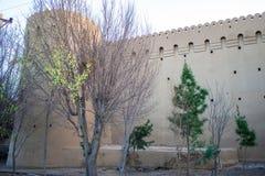 Stadtfestungsmauern in Yazd Stockfotos