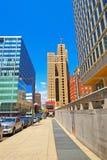 Stadtgebäude mit der Flagge angesehen von der 15. Straße Stockfoto