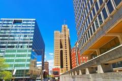 Stadtgebäude mit der US-Flagge angesehen von der 15. Straße Stockfotos