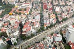 Stadtgebäude und -straßen Stockfotografie