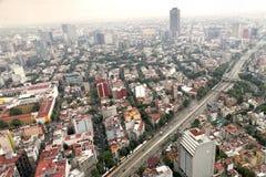 Stadtgebäude und -straßen Stockbilder