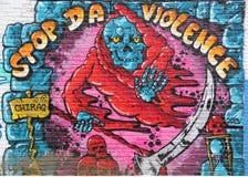 Stadtgraffiti mit einer Mitteilung Stockbild