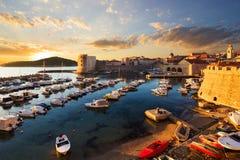 Stadthafen in Dubrovnik kroatien lizenzfreie stockfotos