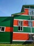 Stadthaus des farbigen Verkleidungsdorfs stockbilder