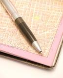 Stadtkarte und eine Feder Lizenzfreie Stockbilder
