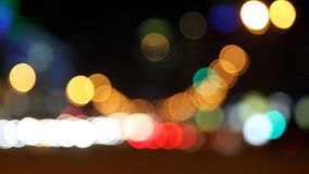 StadtKraftfahrzeugverkehr nachts stock video