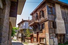 Stadtlandschaft - alte Straßen und Häuser in Balkan-Art Stockfotos