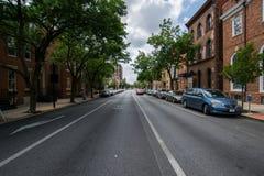 Stadtlandschaft, die hinunter eine Straße in York, Pennsylvania schaut stockfotografie
