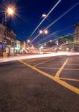 Stadtleuchten nachts Stockbild
