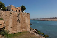 Stadtmauer nahe dem Fluss Bou Regreg. Rabat. Lizenzfreie Stockfotos
