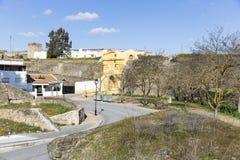 Stadtmauer und der alte Eingang in Campo Maior, Portalegre-Bezirk, Portugal Lizenzfreies Stockfoto
